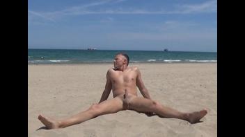 SEXY BOY голенький на пляже ;-Р