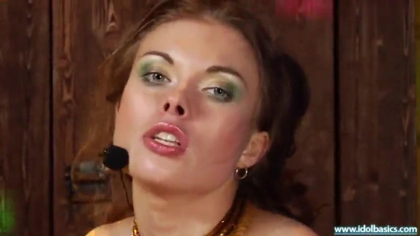 Звезда русской попсы поет любимую песню и трахается с фанатом в очко и киску