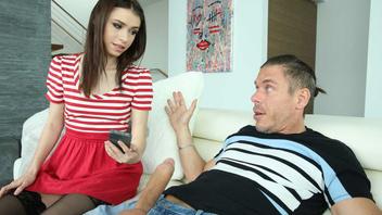 Люси не ожидала что папин друг захочет ее выебать и доставит ей удовольствие